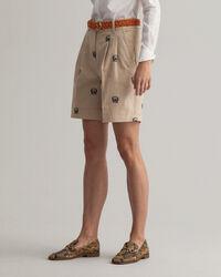 Bundfalten-Shorts mit Wappenstickerei und hohem Bund