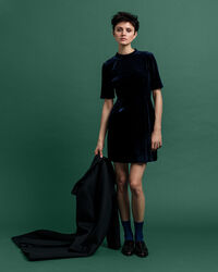 Tailliertes Samt Kleid